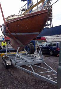 Heavy keel boat trailer